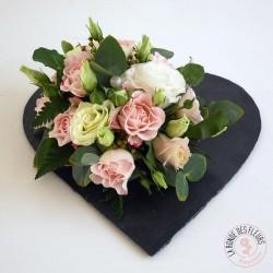 Cœur de roses sur ardoise - la ronde des fleurs